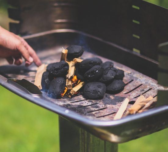 How to Choose the Correct Wood for Cooking, Smoking, and Grilling